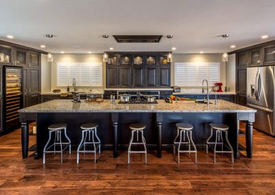 Transitional-Kitchen-with-Dark-Stained-Alder-and-Large-Island_1-1400x788
