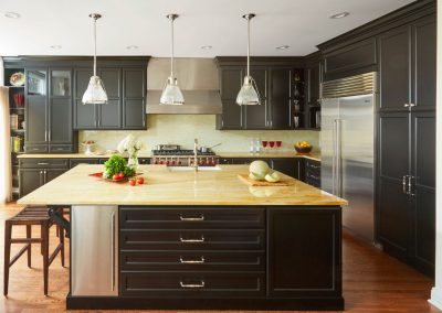 Transitional-Painted-Black-Kitchen_1-1140x800